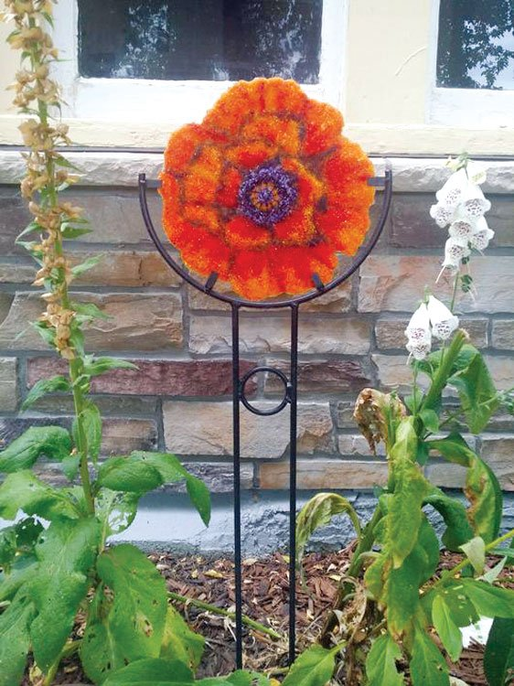 10 5 8 Quot Round Plate Garden Stake Displays Delphi Glass